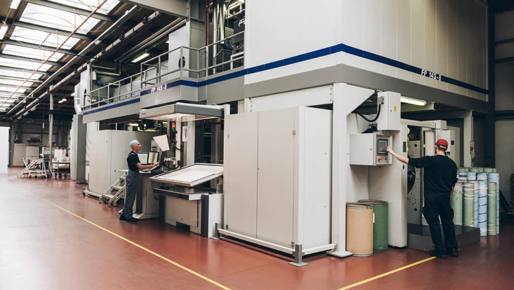 Technologische innovatie in verpakkingsdrukwerk door de automatisatie van het machinepark